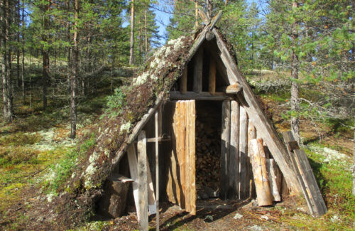 Finnland 13, Archaisches Dorf, Peurapolku, Goladinha, martinkannan peuranpyyntikylä