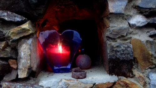 Kerze in Mauernische, Goladinha